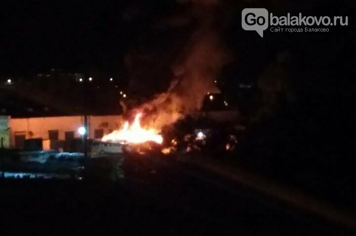 Два сгоревших автобуса: Вольск повторил печальный  опыт Балаково, фото-1