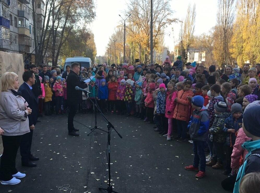 Сегодня в Балаково торжественно открыли благоустроенную территорию за «Россией», фото-2