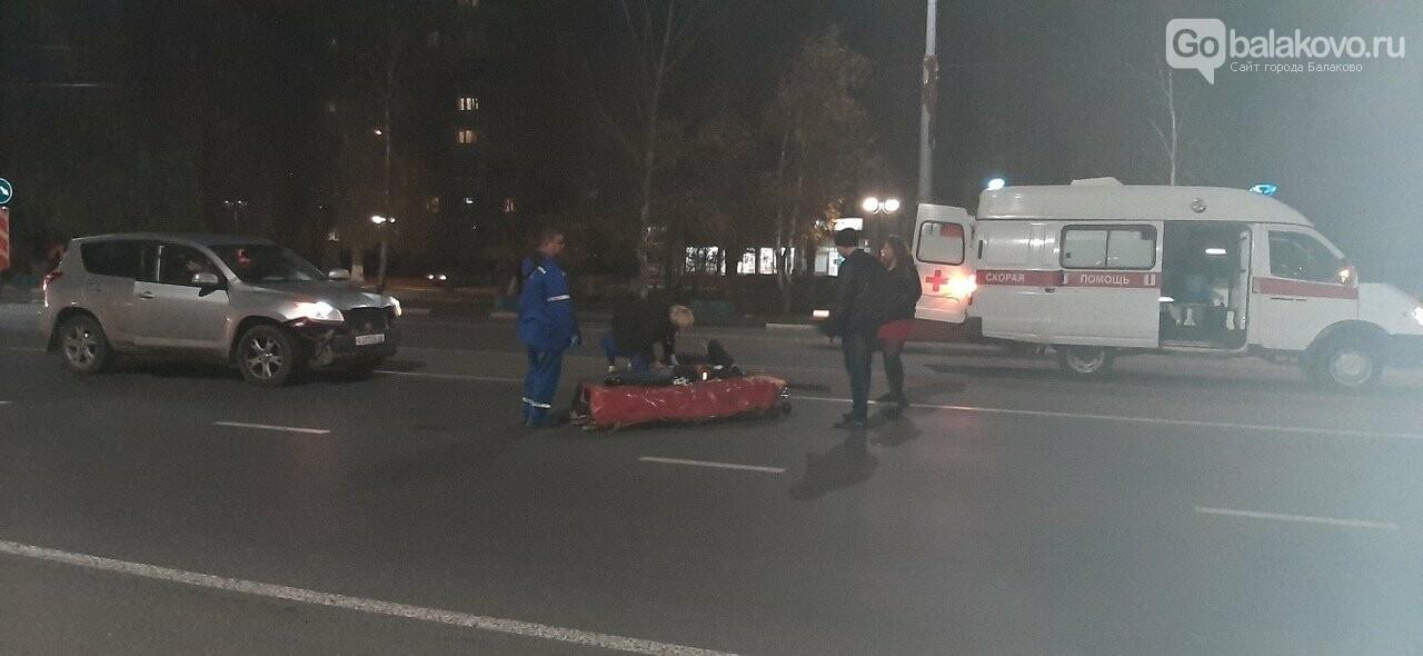В Балаково легковушка сбила пешеходов в районе моста Победы, фото-1