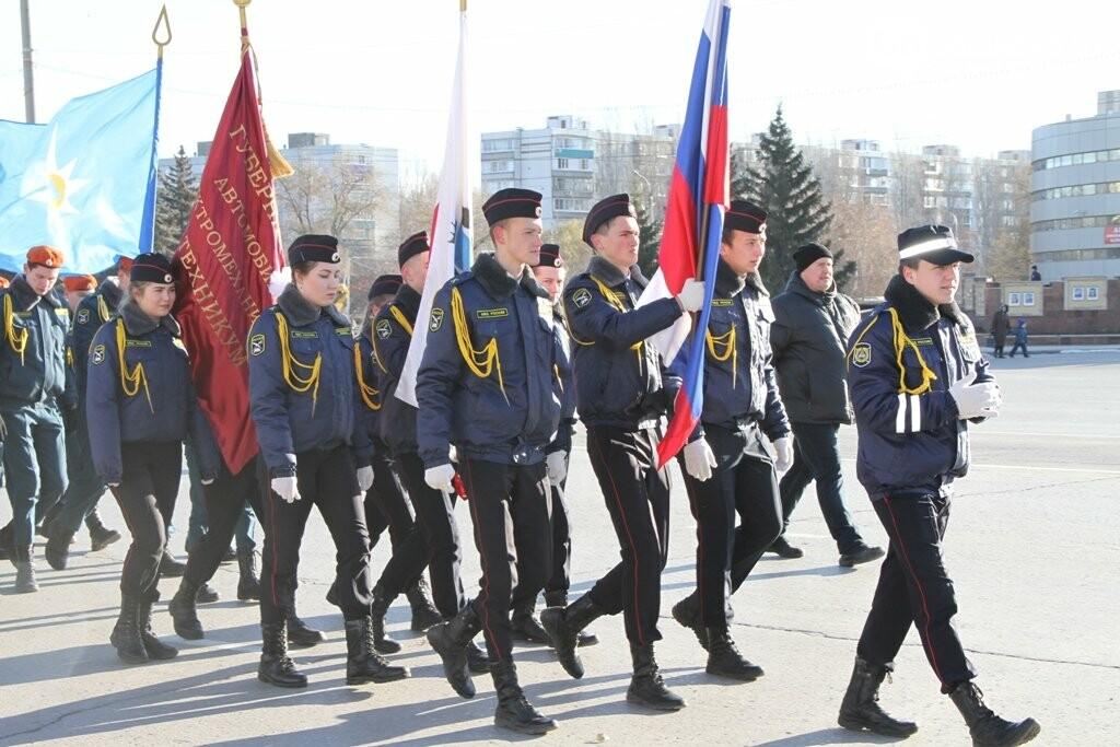 Восемь тысяч человек вышли сегодня на демонстрацию в Балаково, фото-10