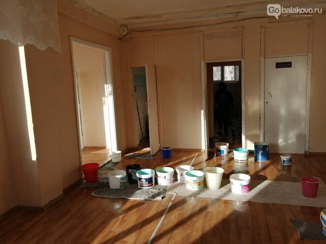 В балаковской школе из-за перепада температур стала протекать крыша, фото-1