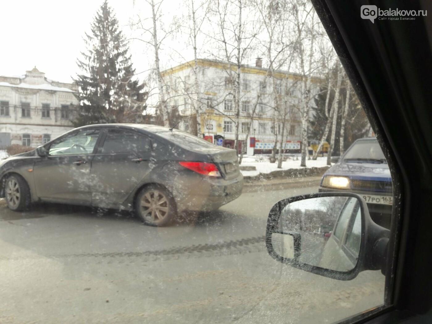 УАЗ и Hyundai столкнулись на ул.Коммунистической в Балаково, фото-1