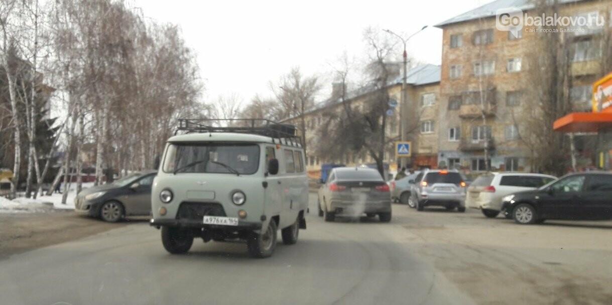 УАЗ и Hyundai столкнулись на ул.Коммунистической в Балаково, фото-2