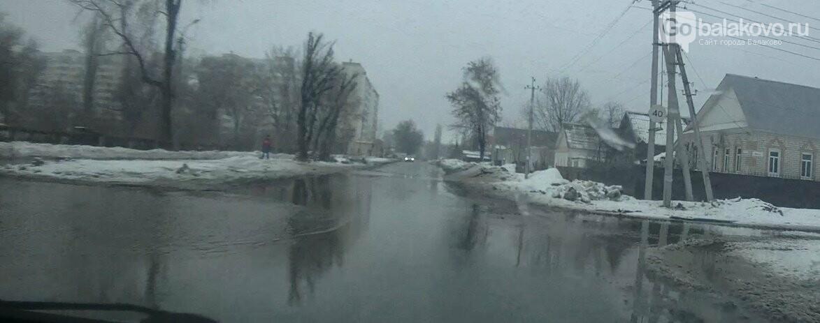 """""""Тонем!"""": жители Балаково жалуются на огромные лужи и подтопленные дома , фото-1"""