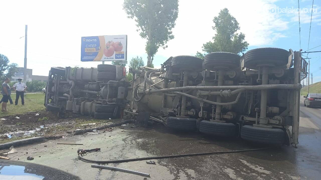 На шлюзовом мосту в Балаково массовое столкновение, есть пострадавшие, фото-1