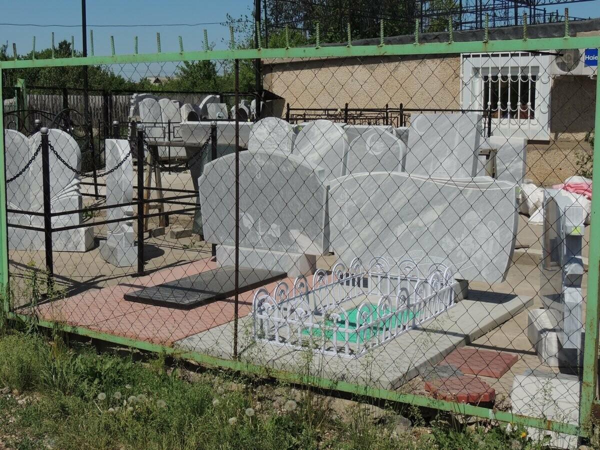 установка памятников в Балаково